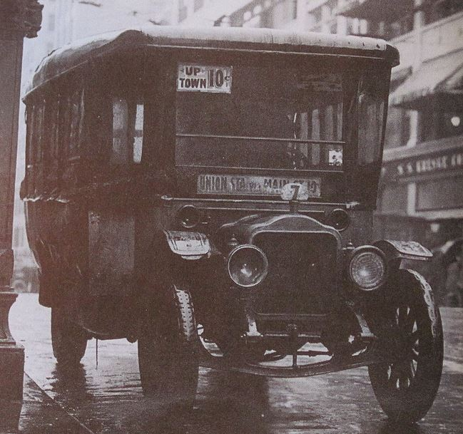 A jitney bus on the Union Station line, 1914