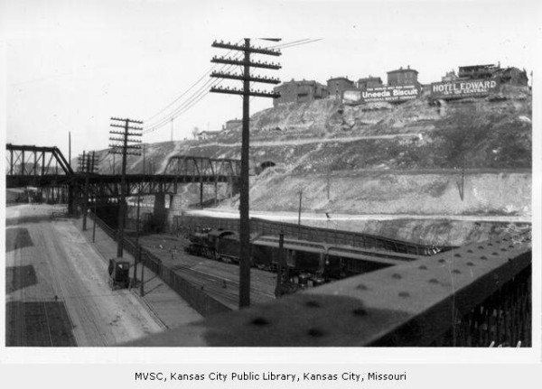 1915, West Bluffs at 8th Street From Union Depot Area. Image Courtesy of the Kansas City Public Libraries, Missouri Valley Special Collections