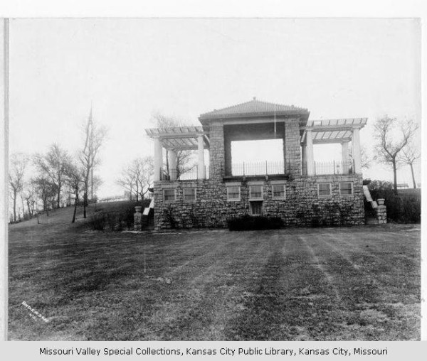 Band Stand in Observation Park, 1920. Image courtesy of the Missouri Valley Special Collections, Kansas City Public Library.